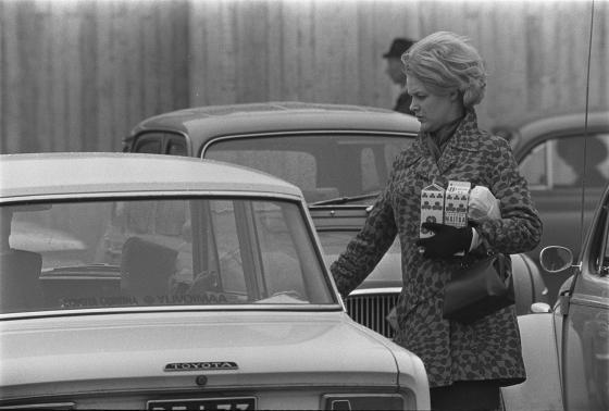 Ostoksia kantava nainen, 1960-luku.