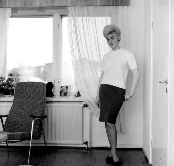 Nainen kotonaan. 1960-luku.