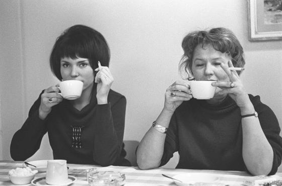Naiset kahvilla. 1960-luku.
