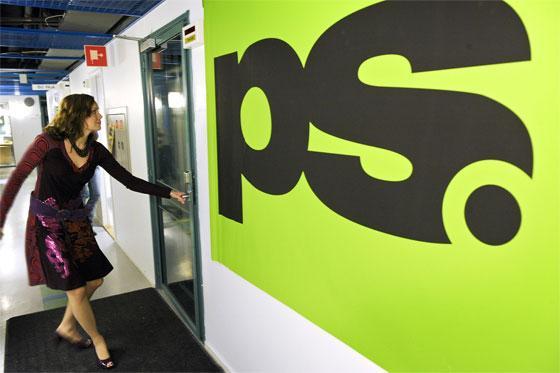 Marja juoksee PS:n suoraan lähetykseen. Kuva: YLE, Jyrki Valkama