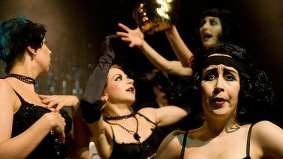 The Itty Bitty Tease Cabaret: kuvassa vasemmalta Tinker Bell, Vera de Vil, Jackie O´Lantern ja Lola Manchego. Kuva: Hilla Kurki