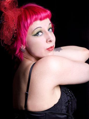 Burleskitaiteilija Tinker Bell. Kuva: Jenni Tapanila