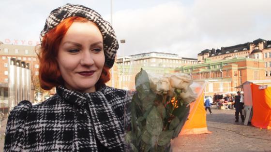 Fiona Hakaniemen torilla.