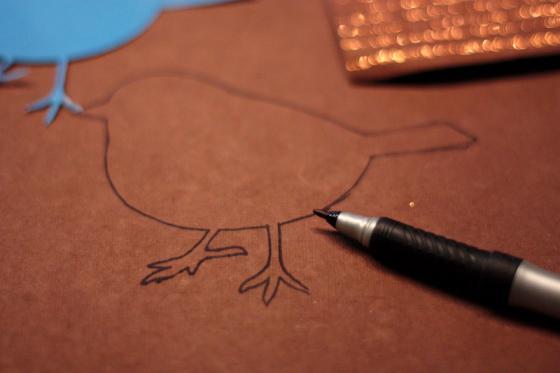 Sabluunalla piirretään kuvio paperin nurjalle puolelle.