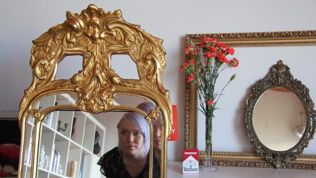 Kultainen peili oli pakko saada. Kuva: Reetta Arvila, YLE