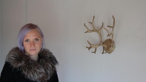 Kelsiturkki lämmiittää kovilla pakkasilla. Kuva: Reetta Arvila, YLE