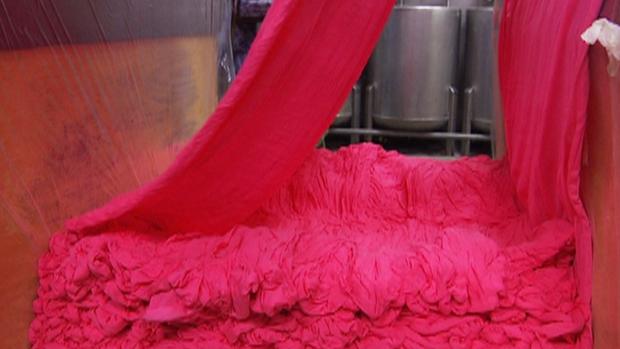 Vaatteiden kerskakulutus uhkaa ympäristöä. Kuva: Kuningaskuluttaja, Yle