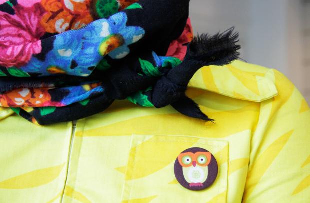 Venäläinen kukkahuivi lämmittää kaulassa ja - sohvalla! Kuva: Siiri Huttunen