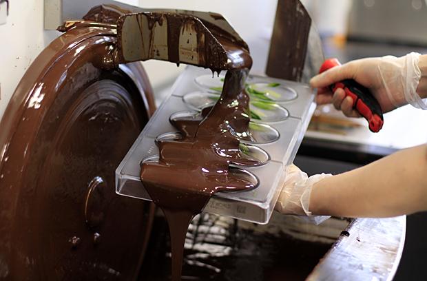 Käsintehdyt suklaamunat. Kuva: Siiri Huttunen