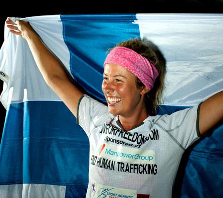 Julia on ylpeä suomalaisuudestaan. Kuva: Julia Immonen