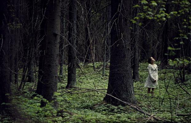 Voimauttava valokuva. Jenna Pystö & Miina Savolainen 2000. Kuva: Miina Savolainen