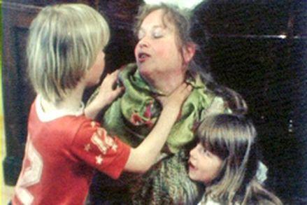 mummo ja nuori suku puoli